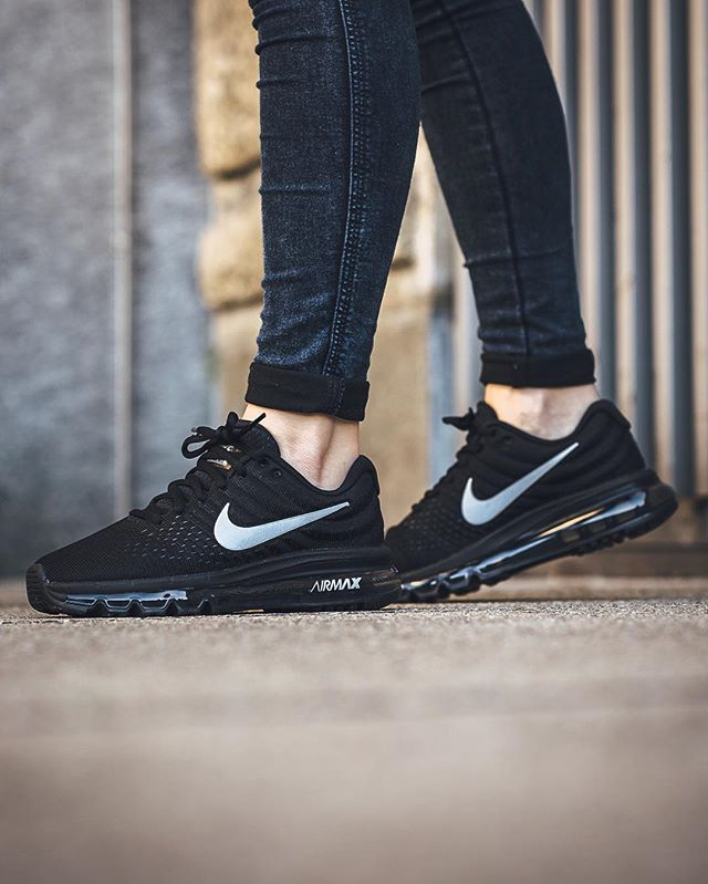 Nike Air Max 2017 Frauen Trainers In Black