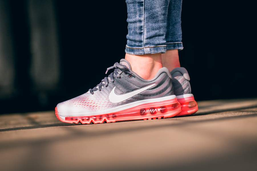 Nike Air Max 2017 Frauen Trainers In White